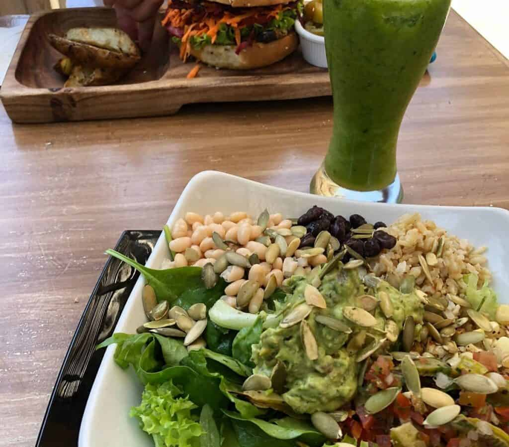eating at vegan restaurant