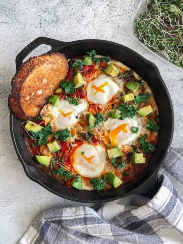 """Been way too long since I've made shakshuka and every time I wonder """"what is wrong with me?"""" And """"why did it take me this long to make again?"""" Such a satisfying savory breakfast and so easy to make!v The perfect Sunday brunchin' ☀"""